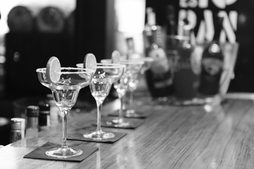 black-and-white-alcohol-bar-drinks-large.jpg